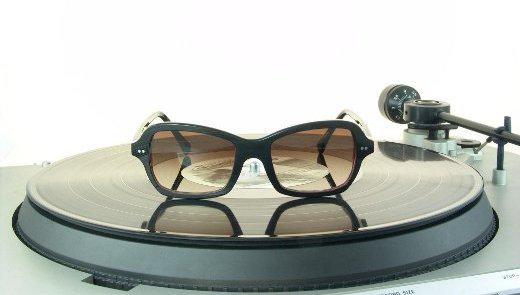 b6cb2f2ea41848 Brillen gemaakt van oude Elpee s